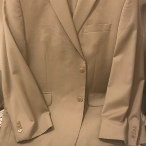 Men's suit - single breast. Beautiful! Barely worn